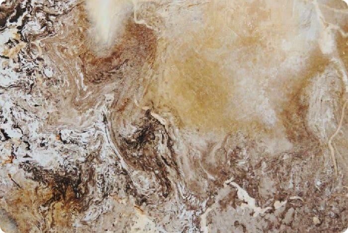 Венецианская штукатурка выглядит как мрамор. Специальные минеральные наполнители из мрамора, гранита и кварцевой крошки образуют идеальную имитацию благородного камня. Если уменьшить количество фракции в наполнителе, то узор становится нежнее и глубже.