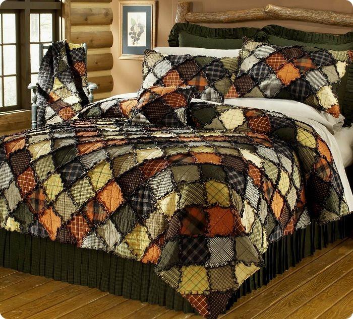 Изюминкой помещения может стать лоскутное одеяло, сшитое по технике пэчворк.