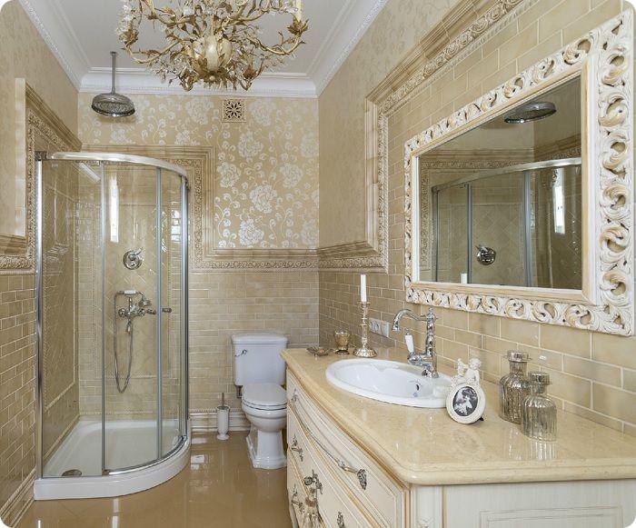 Для ванной в классическом стиле лучше выбирать гидробокс открытого или застеклённого типа. Помещение оформляют в сдержанной цветовой гамме (светло-голубой, серой или белой), которая придаст классике лёгкое очарование. В качестве отделки часто используется натуральный мрамор или камень и подобранная под дизайн мебель. Усилить эффект лоска помогут зеркала в изящных обрамлениях, причудливой формы светильники с включением золота или серебра.