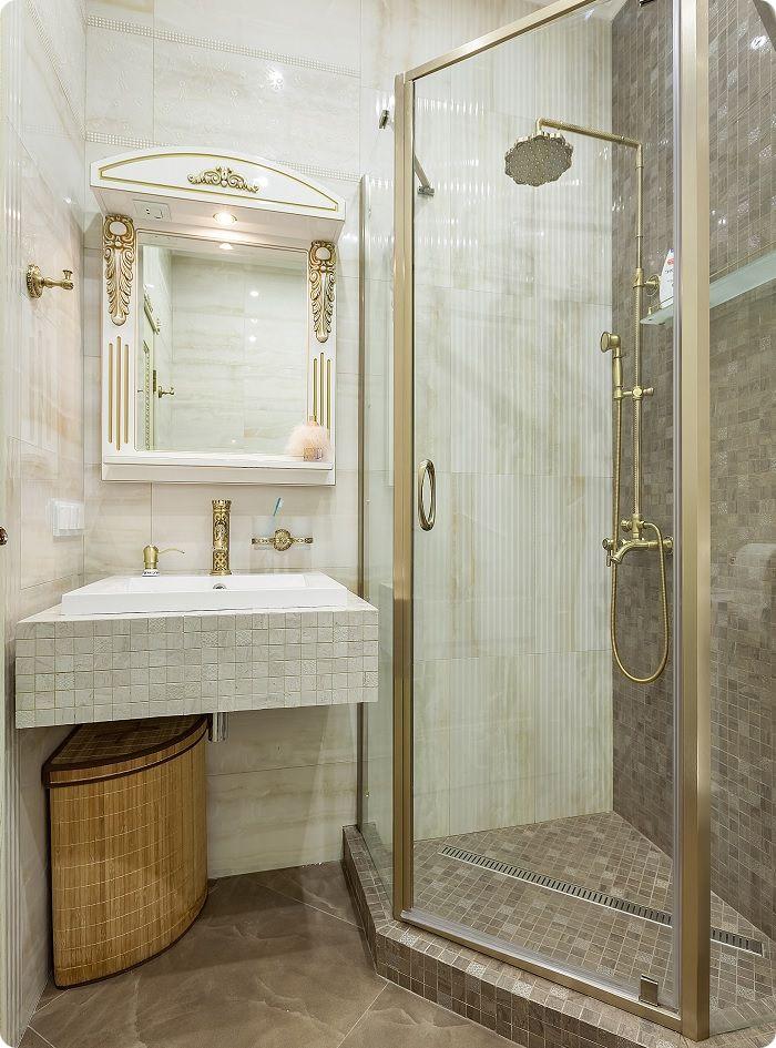 Если для зеркала подобрать раму, подходящую под интерьер, то оно станет одним из основных украшений декора.