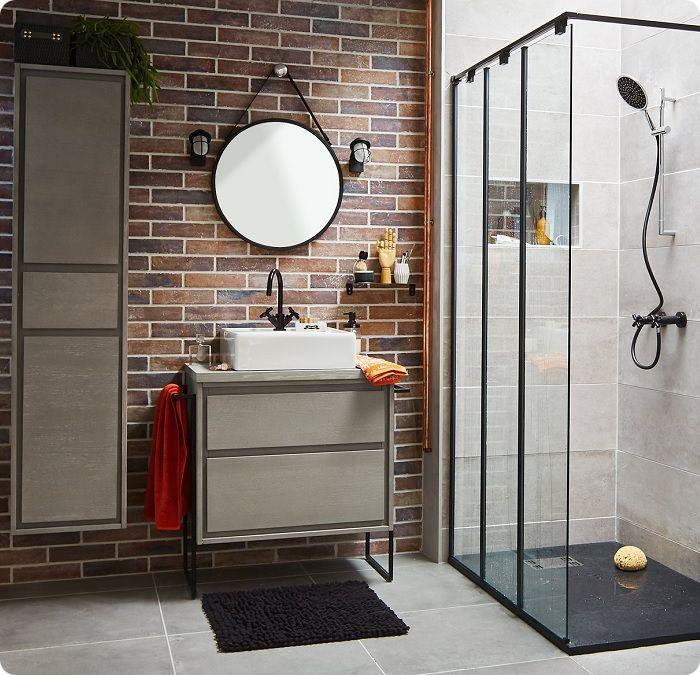 Застеклённые душевые кабины выпускаются разных модификаций. Особенно эффектно смотрятся в ванной, выполненной в дизайне сканди или лофта.