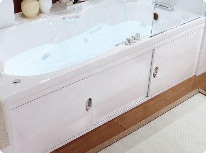 Если ванна будет установлена вместе с защитным экраном, то в целях экономии под неё можно не класть плитку.