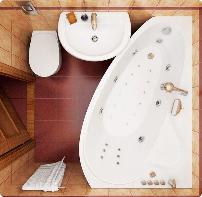 Угловая ванна с гидромассажем в маленькой ванной.