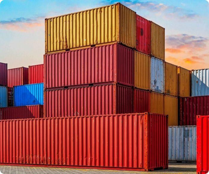 Морские контейнеры.