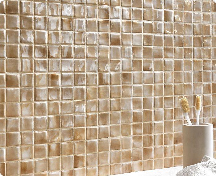 Мозаику лучше применить в качестве небольшого панно либо при отделке поверхностей с кривыми линиями.