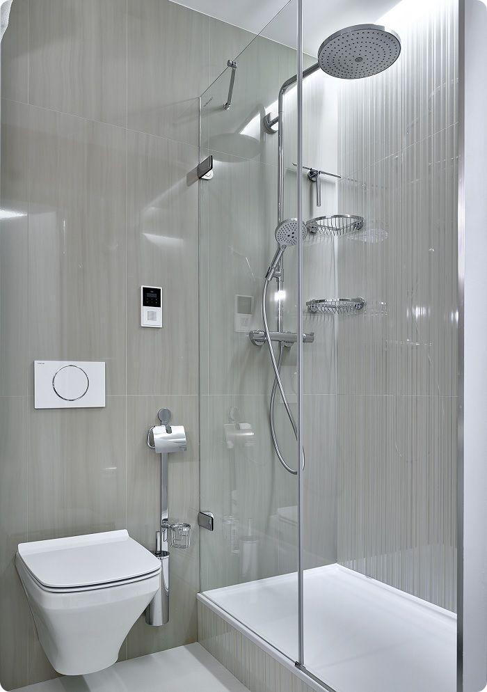 В небольшой ванной с гидробоксом дефицит света можно устранить установкой освещения непосредственно в самой кабинке.