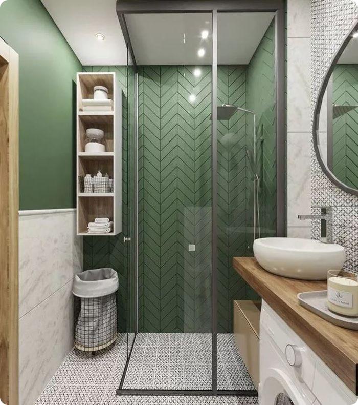 Стеллажи, полочки и навесные шкафчики в выдержанном стиле визуально увеличивают высоту помещения.
