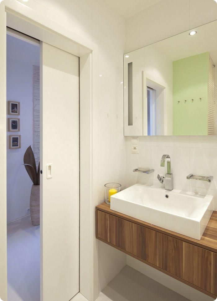 Раздвижная дверь в ванную.