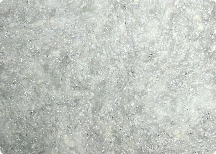 Жидкие обои с шёлком считаются самой дорогой разновидностью без учёта оплаты работы строителей. В основе лежат волокна шёлка и хлопка, минеральные добавки, красители и клей.
