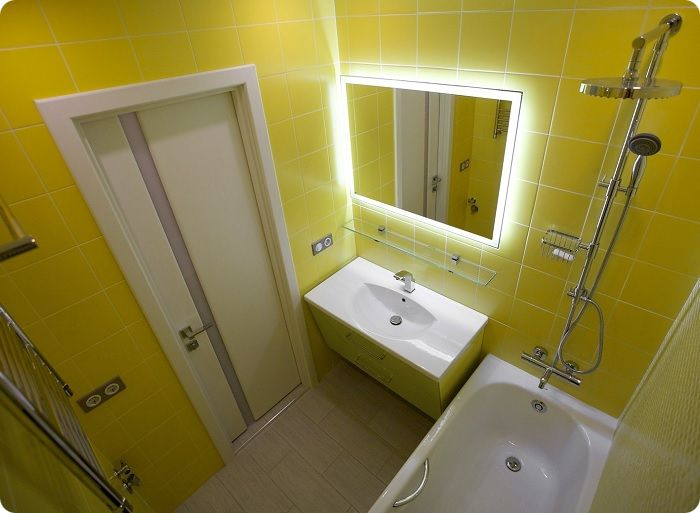 Ванная комната в жёлтом цвете.