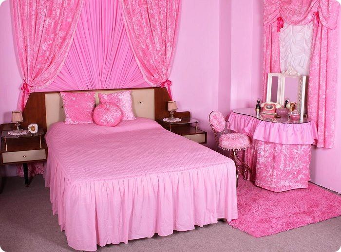 ,Спальня в розовом цвете Барби.