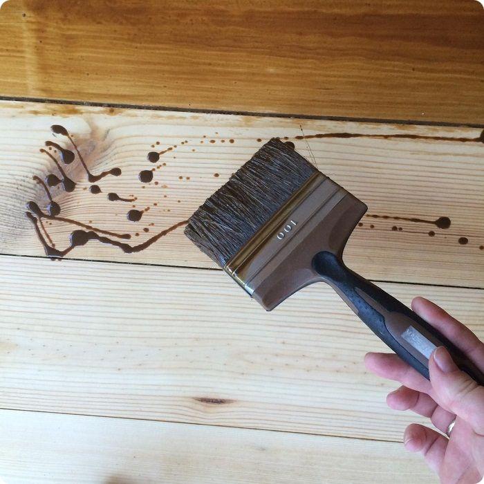 Покраска деревянной поверхности алкидной краской.