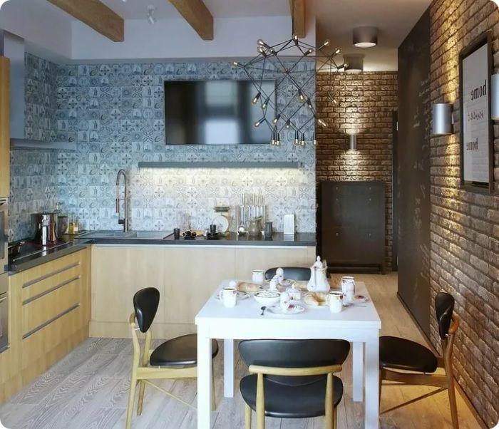 Кухня в стиле лофт с кирпичной стеной.