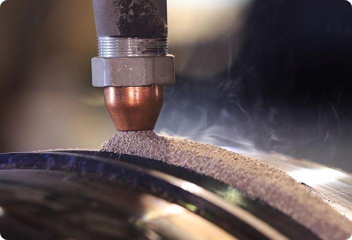 Сварочный процесс проводится с использованием флюсовых порошковых соединений.