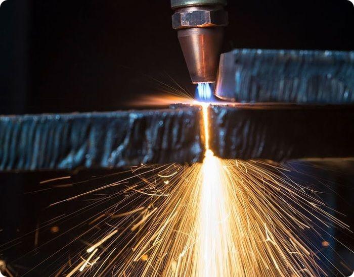 Газоплазменная сварка проводится под воздействием температур открытого пламени.
