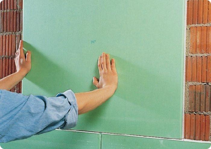 Выравнивание стен гипсокартоном по бескаркасной технологии.